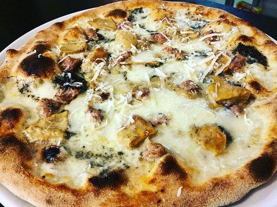 Zenzero Risto-Pizza-Caffè: Tartufo, Porcini Salsiccia e Grana
