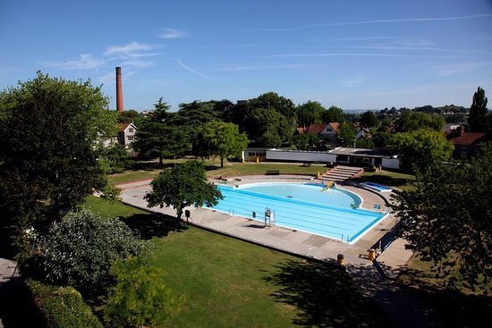 Greenbank Heated Outdoor Swimming Pool
