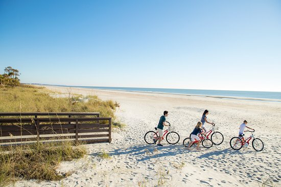 Hilton Head Island is the perfect place to enjoy cycling in a remarkable natural setting. Rated as a Gold Level Bicycle Friendly Community by the American League of Bicyclists, it's the ideal place to spin your wheels, with more than 60 miles of multi-use trails connecting you to everywhere you want to go, including our beautiful beaches.