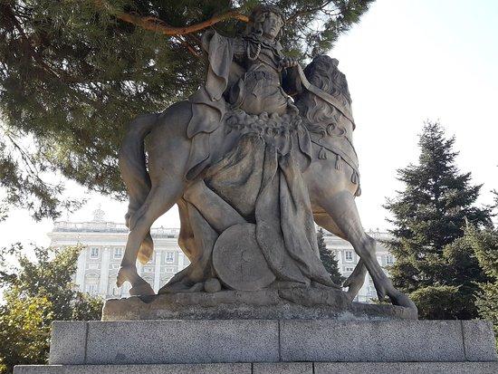 Escultura Equestre Jardins de Sabatini