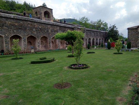 Kashmir Tulip Festival: Pari Mahal