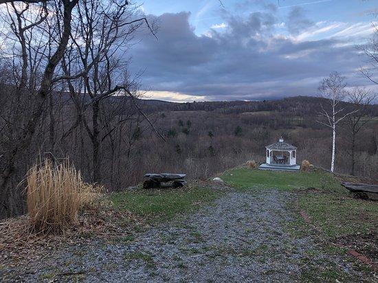 New Ashford, ماساتشوستس: Beautiful views from the gazebo on the property!