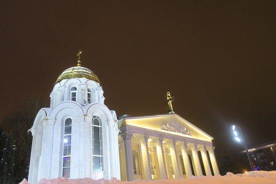 Sobornaya Square: Областной Драмтеатр им. Щепкина и часовня Св. Владимира