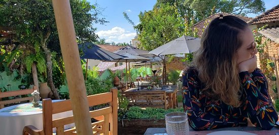 Área externa do restaurante - durante o dia