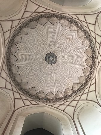 ドーム屋根の内部が美しい