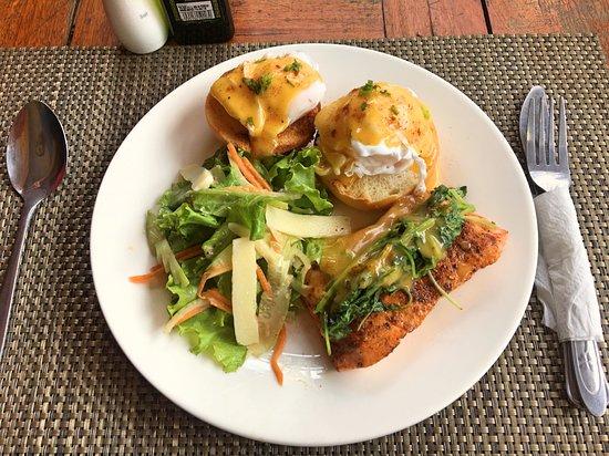 Salad Khmer: Salmon Fillet w/ Eggs Benedict (final result)