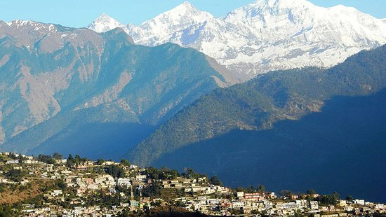 """Ukhimath, الهند: Calling India Tour in Chopta Uttarakhand  Chopta is a picturesque hamlet which is still unexplored by travelers, is also famous as """"Mini Switzerland of Uttarakhand"""". Wake up with cool salubrious breeze and chirping of birds in Chopta which is a far cry from the blaring horns of the cities and other hill stations, morning view from Chopta is invigorating when the crimson rays of sun kisses the snow laden Himalayas."""