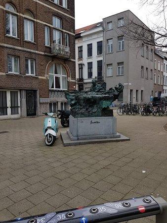 Paul van Ostaijen Statue