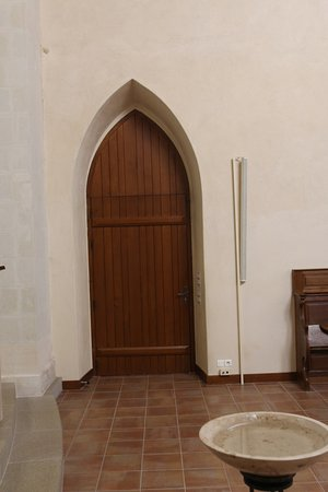L'abbaye possédant une église, il est possible d'assister à une messe afin d'écouter les chants  ou de visiter gratuitement l'église.