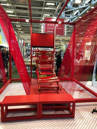 Magnifique métier à tisser au au Pavillon 4 à la Foire de Paris