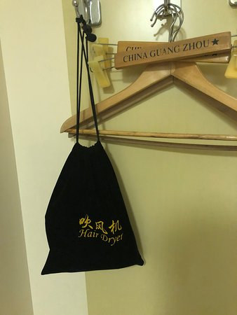 Chun Shen Jiang Hotel: 袋の中はドライヤー