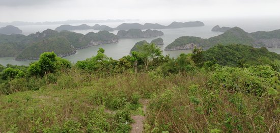 Super guide et super lieux qu'est la baie d'Halong