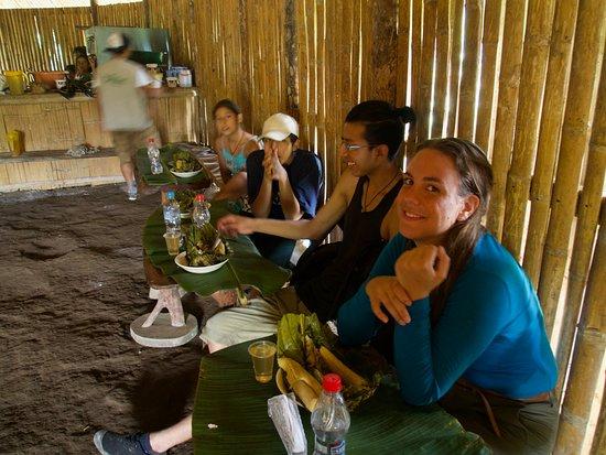 Sucua, Ecuador: Rica comida tipica: ayampaco con guayusa
