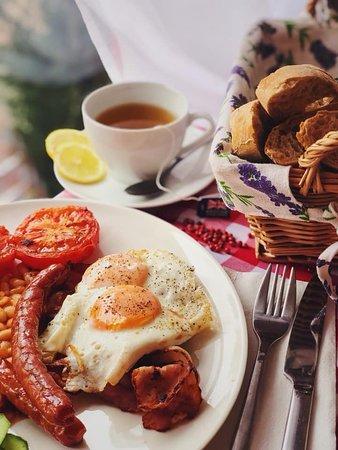 Pod Jabłonią: śniadanie angielskie