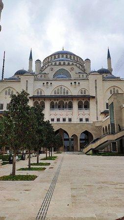 Camlıca Camii