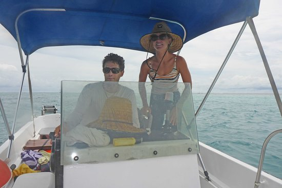 Private 3-Hour Boat Tour of Moorea Lagoon: Clem and Luna