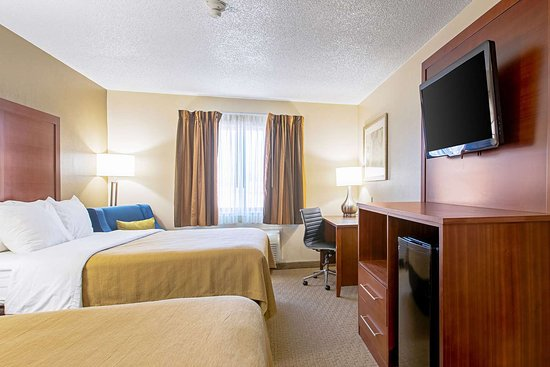 Quality Inn: Guest room with queen bed(s)