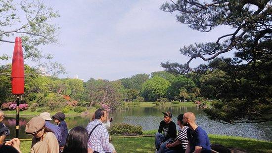 Rikugien Garden: 六義園7:外国人も、吹上茶屋に