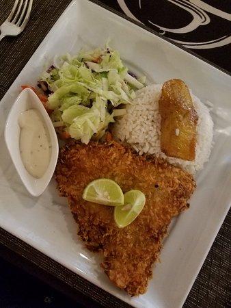 Erva's Restaurant: Fried sea bass was delicious.