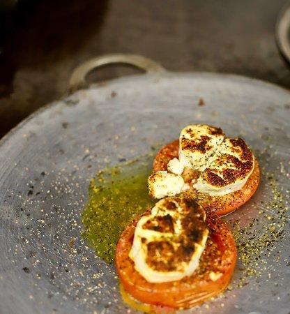 Le Chandelier: tomate confitada al queso de cabra