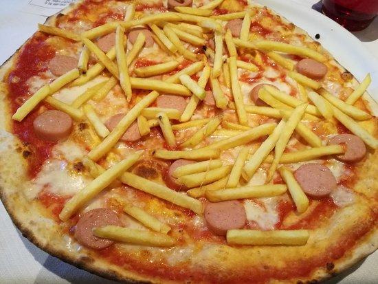 Pizza wurstel e patatine - Picture of Paprika, Reggio Emilia ...