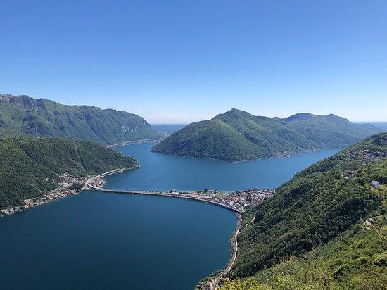 Monte San Salvatore: Blick nach Melide, direkt am See gelegen - wir brauchten mit zwei kleinen Kindern ca. vier Stunden bei gemütlicher Wandergeschwindigkeit (sicher auch in der Hälfte zu schaffen). Von dort aus geht es mit Bus, Bahn oder Schiff nach Lugano zurück