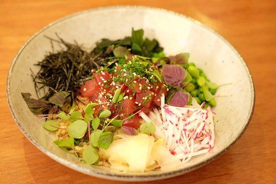 Poke bowl spicy tuna with spicy garlic soy