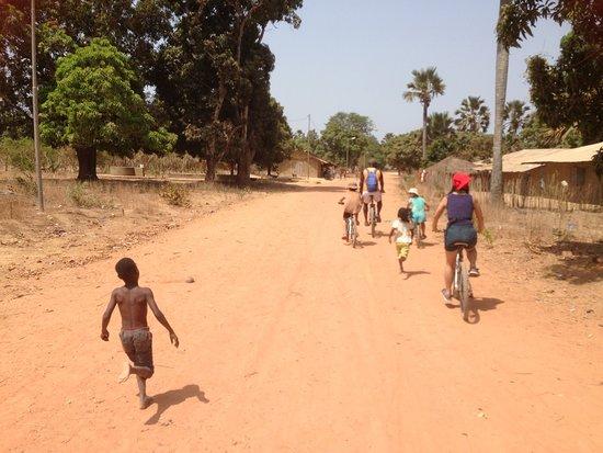 Casamance VTT: Traversée de village autour d'oussouye