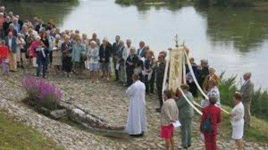 Cour sur Loire, Frankrike: Pélerinage a la fontaine