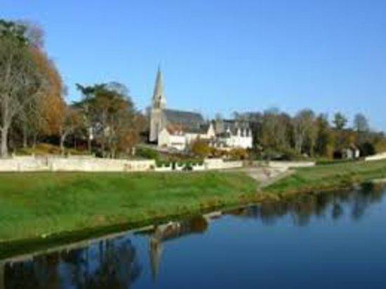 Cour sur Loire, Frankrike: Le quai