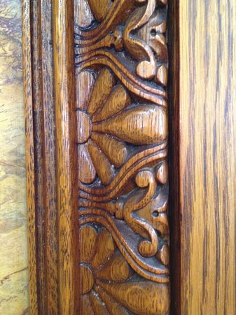 Albright Memorial Library: carved moldings