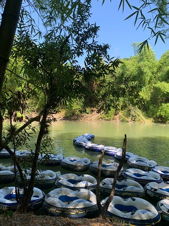 Clarendon Parish, Jamaica: Tubes on the river