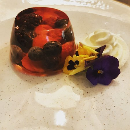 Prosecco jelly with red fruits