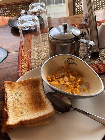Le Chateau: Breakfast
