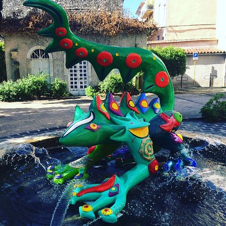 Salamander sculpture/fountain in front of  the Mediotheque in Bedarieux