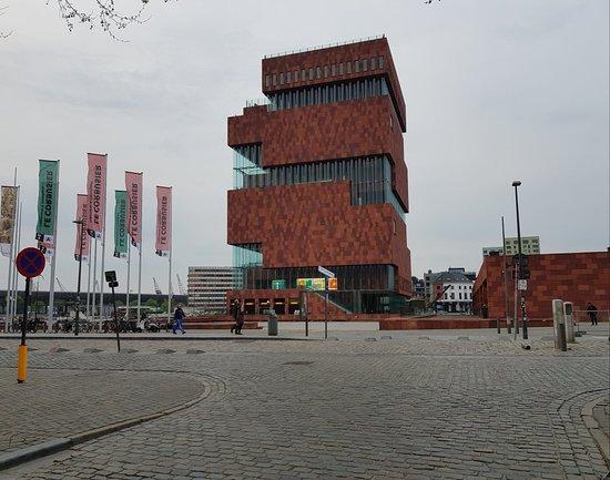 MAS - Museum aan de Stroom: Superb looking building