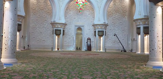 Explore Shiekh Zayed Grand Mosque in Abu Dhabi City Tour with Dubai Desert Ride