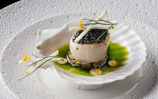 Scallop with caviar, coriander and apple at La Table Krug by Y