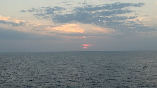 Carnival Fantasy: Great last sea day sunset!