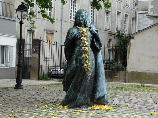 Statue de la duchesse Anne de Bretagne