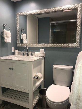 Sea Grape Inn: Unit 1 bathroom