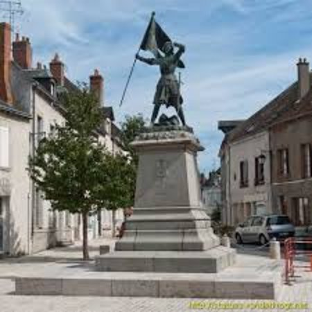 Jargeau, Frankrijk: Statue vue d'ensemble