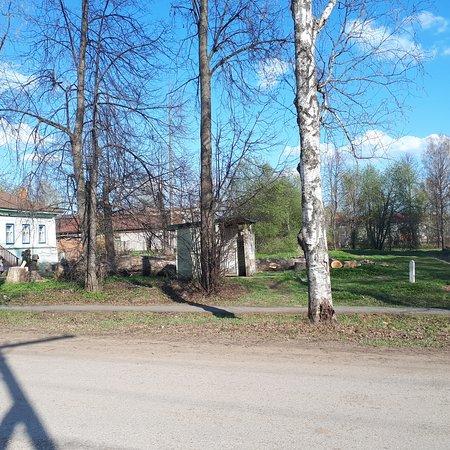 Chermoz, روسيا: Общественный туалет. Расположен прямо в эпицентре центра))) на ул. Ломоносова. Наличие такого сооружения радует, но зайти не решились.
