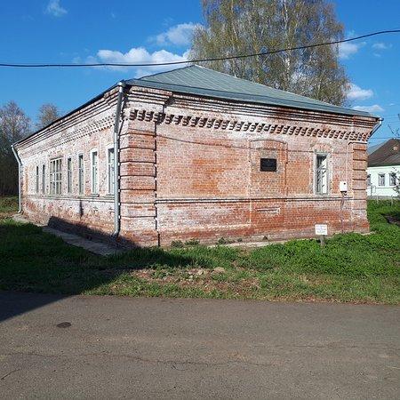 Chermoz, روسيا: Здание заводской кассы. В настоящее время не действующее.