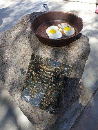 Här är det så varmt at du kan steka ägg direkt på gatan om du vill