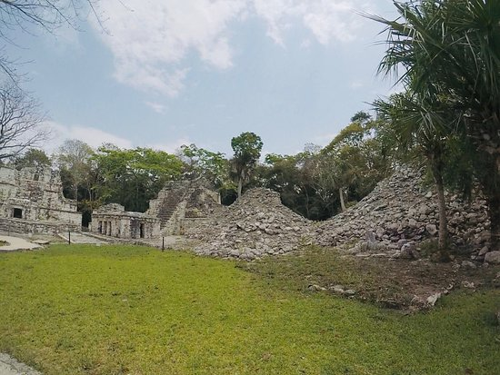 Chunyaxche, Mexico: Muyil has been blurred among the large archaeological sites near the Riviera Maya. It is easy to walk and quietly discover this Mayan vestige. Here you can visit part of the Sian Ka'an Biosphere Reserve, one of the pleasant surprises that this ancient city holds.