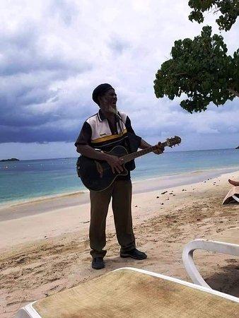 Hotel Riu Negril: Leroy Black sings on the beach.