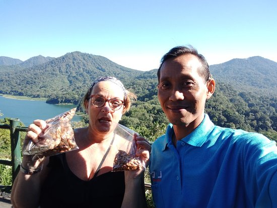 Lovina Tour Transfer: Twin lake at wanagiri village