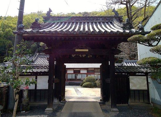 Zempuku-ji Temple: 善福寺の山門