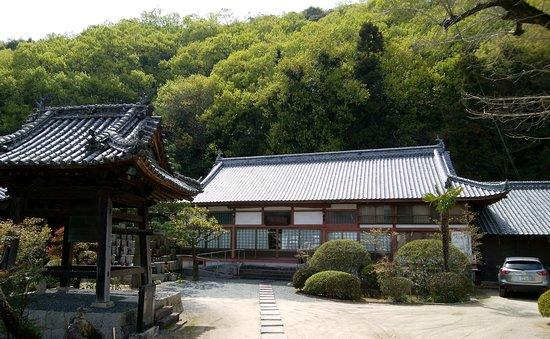 Zempuku-ji Temple: 落ち着いた感じの境内だ